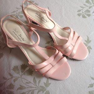 Gently worn 1x hush puppies sandals